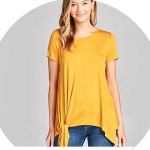 💛 NWOT Side Tie T-Shirt 💛